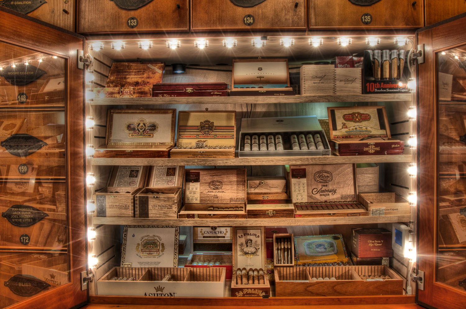 Cigare Retail Cabinet 1